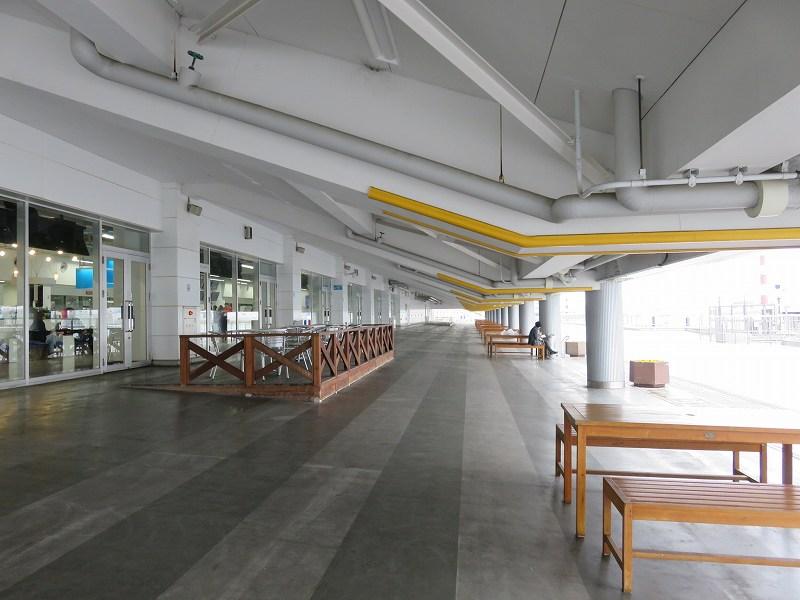 丸亀競艇場の屋外テラス席