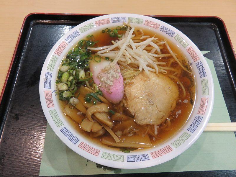 丸亀競艇場の2階フードコート内「ターンマーク」のラーメン(460円)