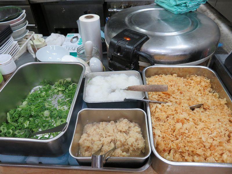 宇多津町の坂出インター近くにある「セルフうどん麺太郎」のセルフサービスの薬味