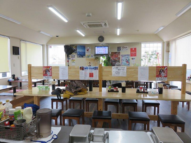 宇多津町の坂出インター近くにある「セルフうどん麺太郎」の店内