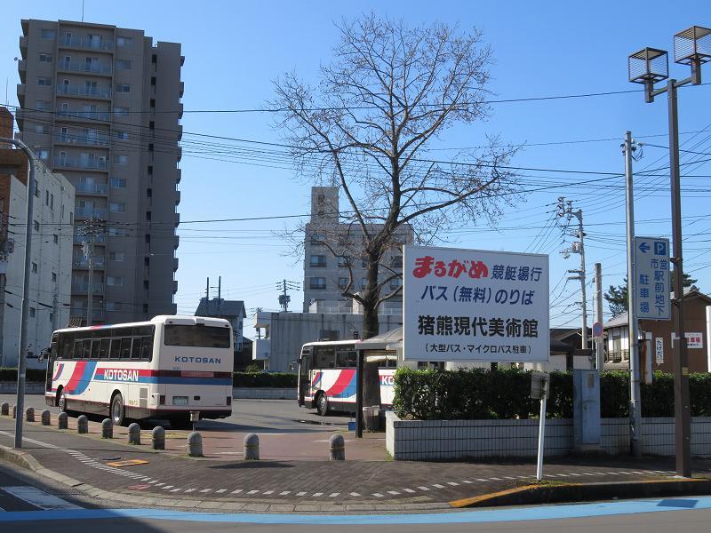 丸亀駅前の、丸亀競艇場行き無料バス乗り場