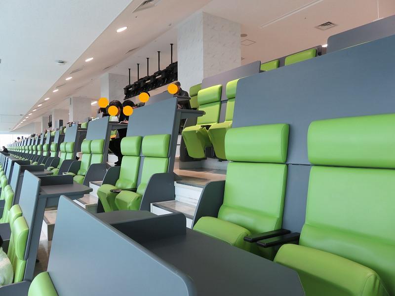 丸亀競艇場の3階指定席マリンシートのチェアー席