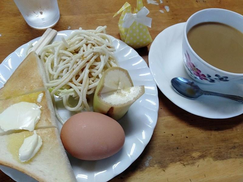 本島にある喫茶店「茶房伊達」のモーニング(300円)