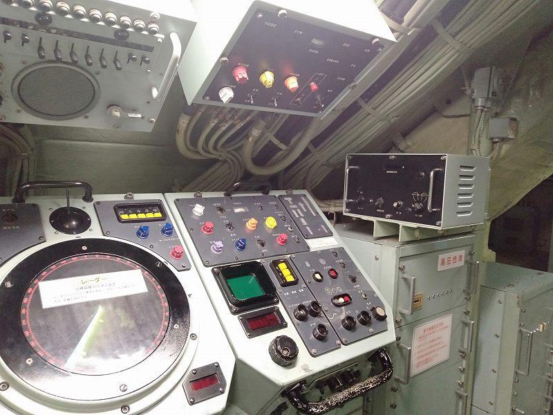 海上自衛隊呉資料館前にある潜水艦の艦内のようす