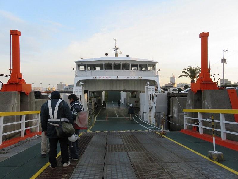 丸亀港フェリーターミナルから本島へ行くフェリーの乗船口
