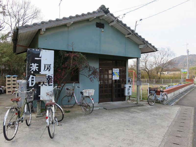 本島にある喫茶店「茶房伊達」の外観