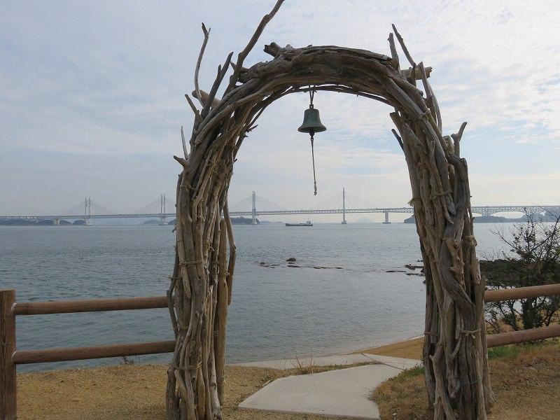 本島の「幸せの鐘」