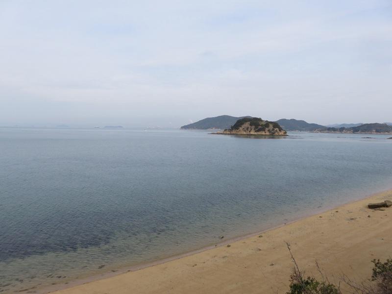 本島の海と砂浜