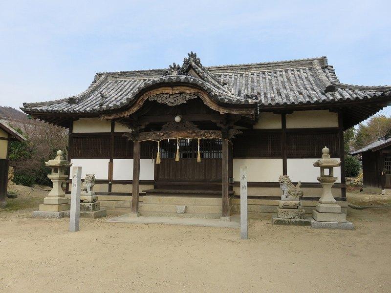 本島の「木烏神社」の境内