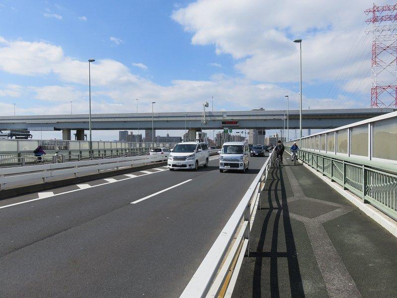 中川の上の新大橋通り