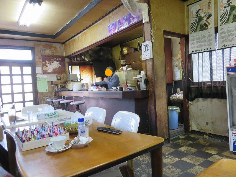 本島にある喫茶店「茶房伊達」の店内の様子