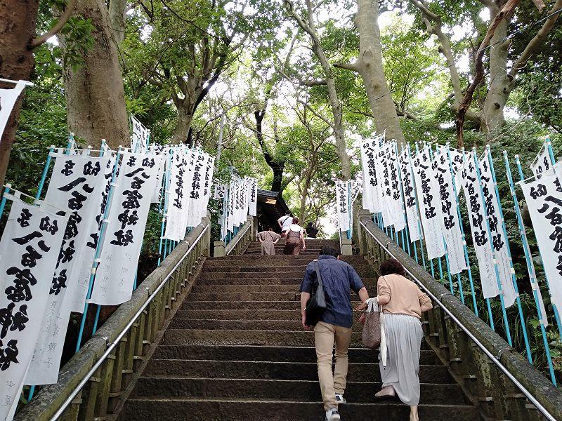 蒲郡の竹島にある八百富神社入り口の階段