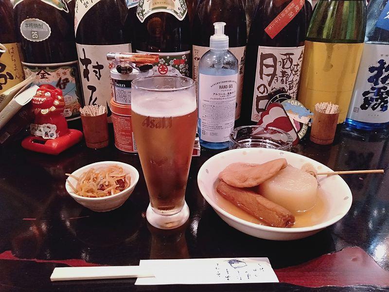 大正駅前の「焼酎&おでんBar楽」のビールとおでん