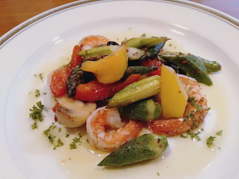 洋風居酒屋カバレ―の「エビと野菜のガーリックソテイ」
