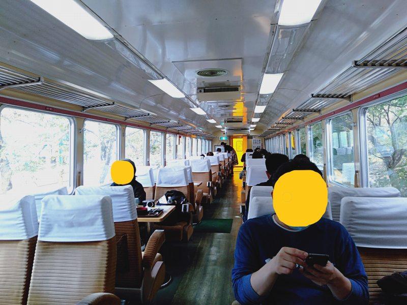 「列車のレストラン清流」の車内のようす