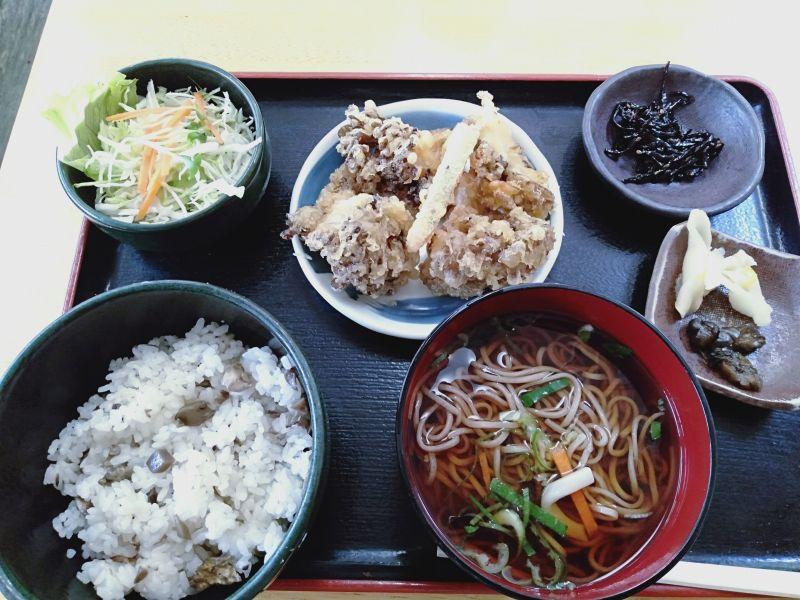 「列車のレストラン清流」の舞茸ご飯定食(1,250円)