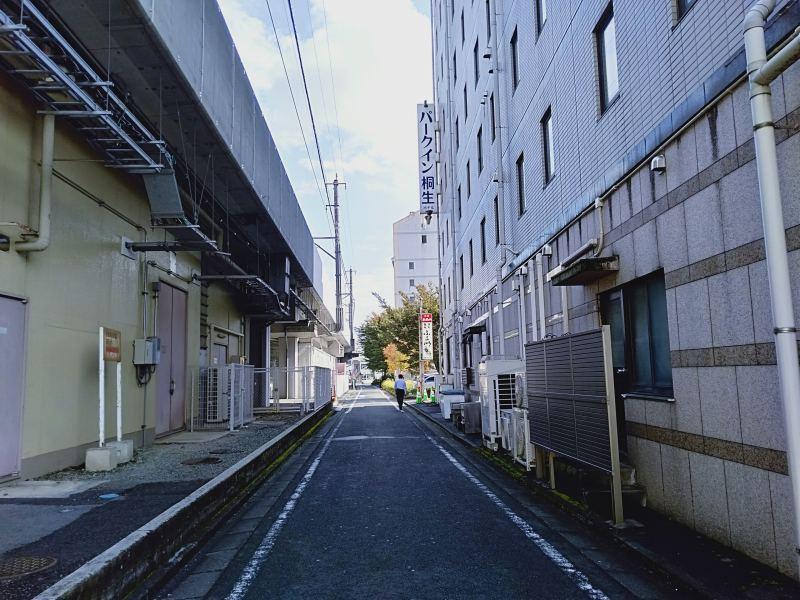 桐生駅南口、パークイン桐生の横の通り