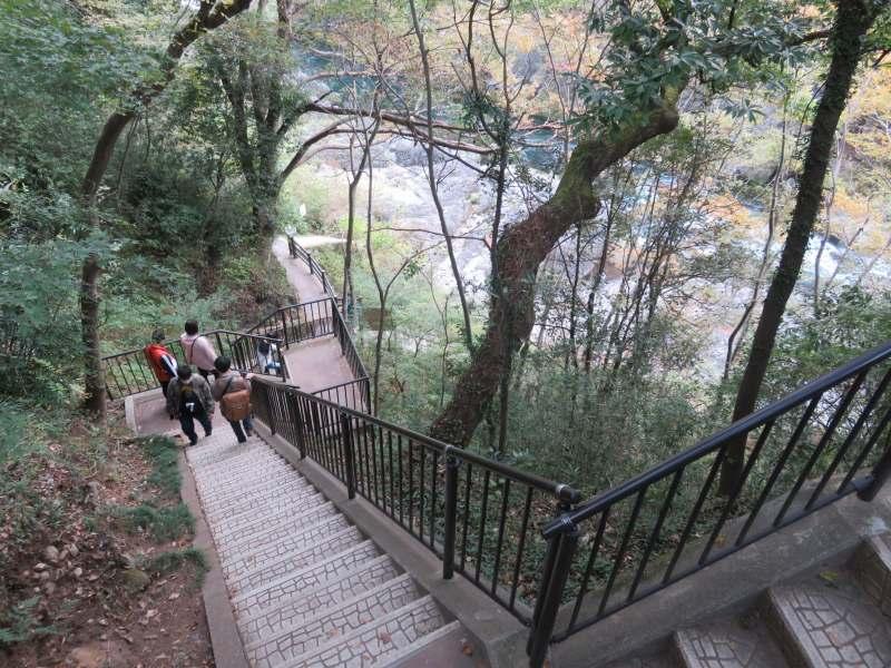 高津戸峡の遊歩道