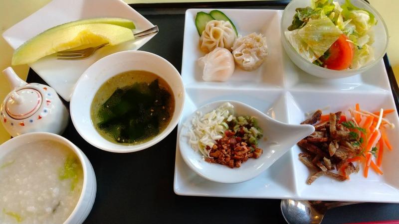 伊香保温泉の洋風旅館ぴのんの中華朝食