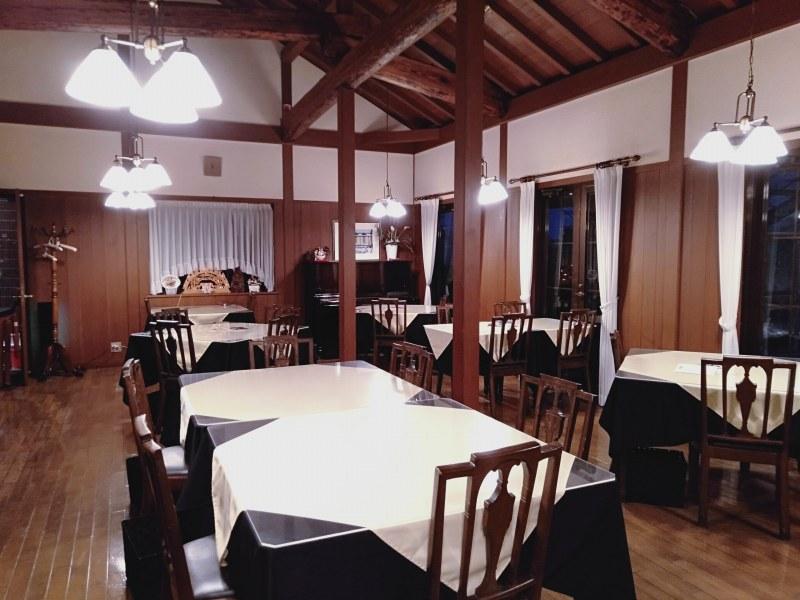 伊香保温泉の洋風旅館ぴのんのレストランホール