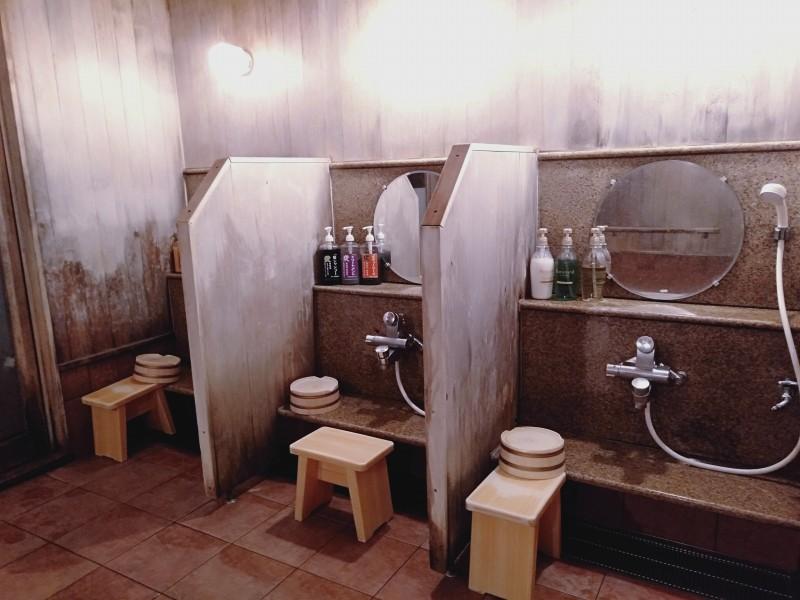 伊香保温泉の洋風旅館ぴのんの女湯の洗い場