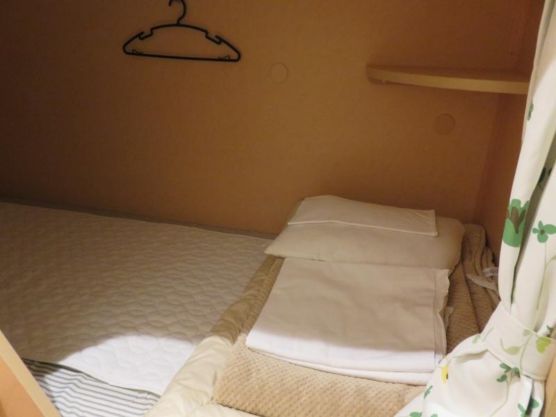 オーシャン東九フェリー「りつりん」の2等洋室の相部屋のベッド