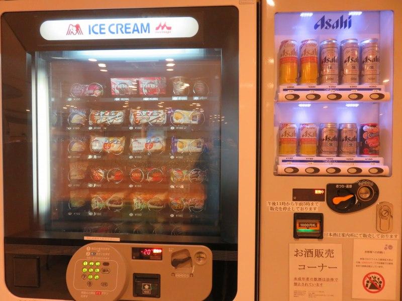 オーシャン東九フェリー「りつりん」のアイスとビールの自動販売機
