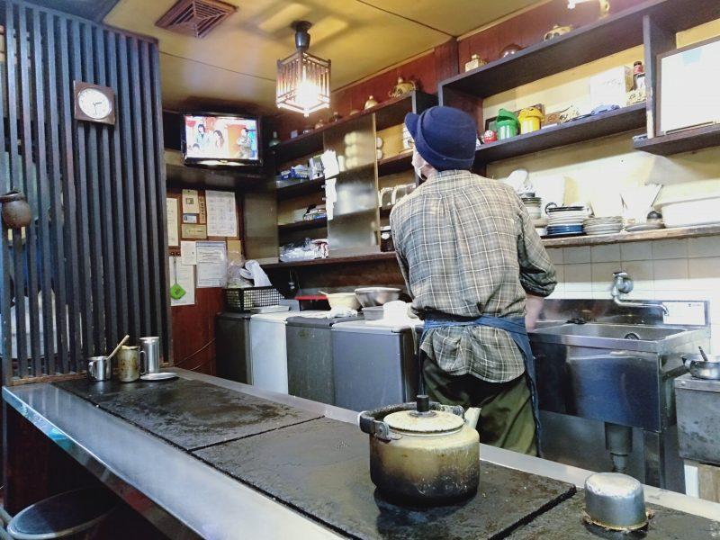徳島市のお好み焼き屋「いか十」の店内のようす