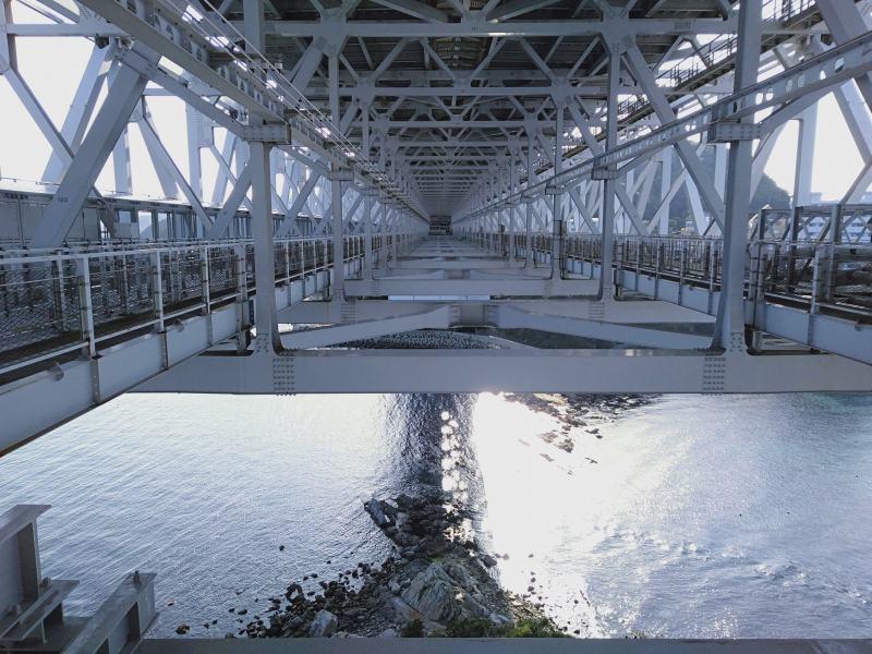 渦の道の遊歩道から見える橋