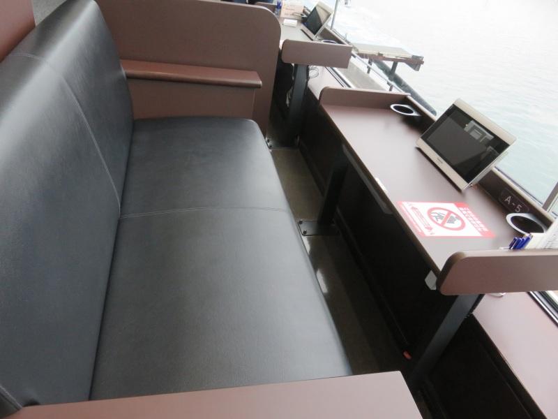 ボートレース鳴門の3階指定席オーシャンシートペア席