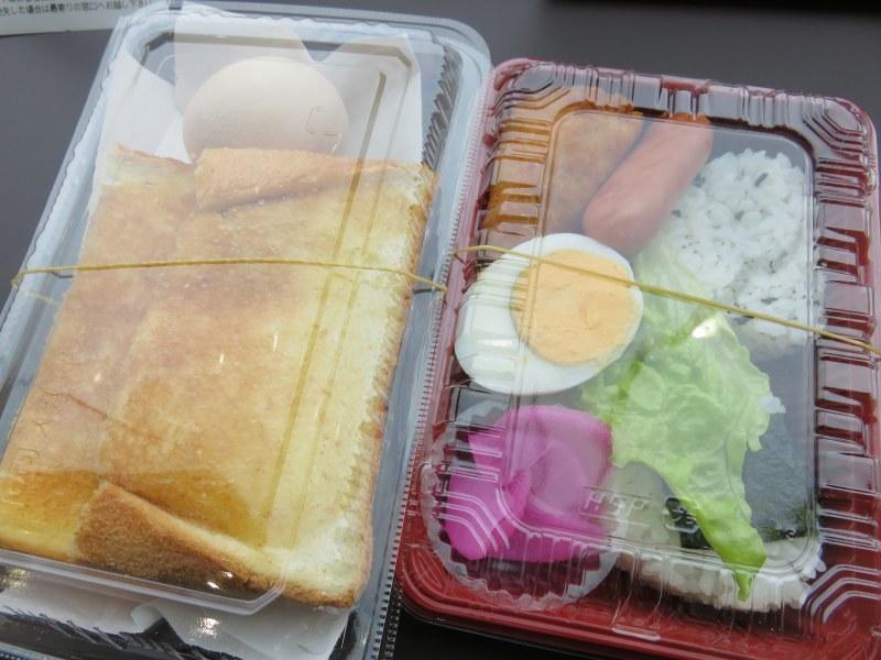 ボートレース鳴門の1階フードコート「勝めし屋」の朝食弁当と「トースト&ゆで卵」