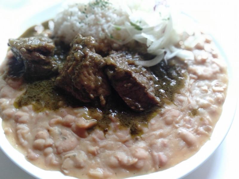 ペルー料理「タクタク」のフレホル・コン・セコン(豆と牛肉)