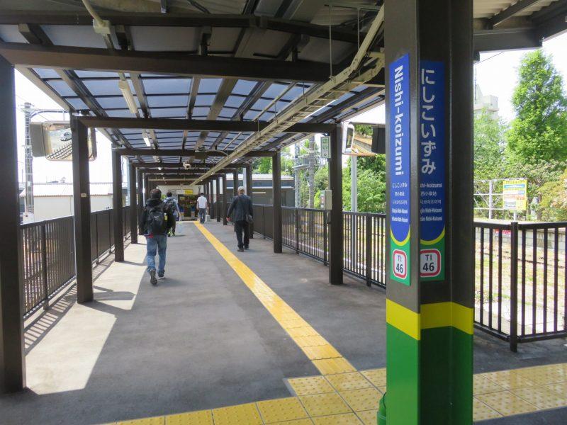 東武小泉線西小泉駅の構内