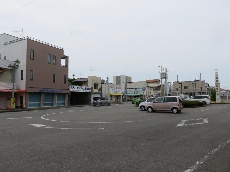 東武小泉線西小泉駅の駅前のようす
