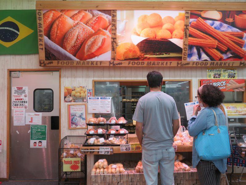 スーペルメルカード・タカラの店内のパン屋