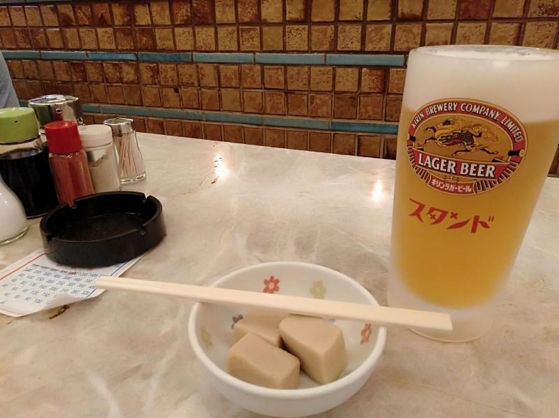 京極スタンドのビールと高野豆腐